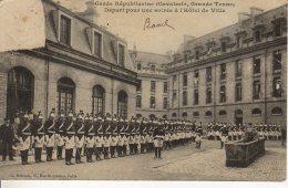 PARIS GARDE REPUBLICAINE DEPART POUR UNE SOIREE A L HOTEL DE VILLE - France