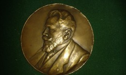 1920, Mauquoy, De Stad Antwerpen Aan Van Peborgh, 25 Jarig Lidmaatschap Gemeenteraad, 110 Gram (med302) - Pièces écrasées (Elongated Coins)