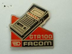 PIN'S FACOM - BOITIER DE DIAGNOSTIC GTR 100 - Merken