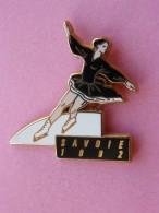 SAVOIE 1992 - Pin´s Patinage - Variante Noire - Signé ARTHUS BERTRAND PARIS - Albertville Jo Olympique 92 Savoie - Patinage Artistique