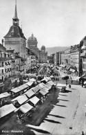 BERN → Bärenplatz Voller Marktstände Mit Tram Und Oldtimern, Fotokarte Ca.1950 - BE Bern
