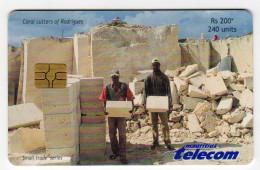 MAURICE Ref MV Cards MAU-53  240 U CORRAL CUTTING 30 000 Ex DATE 2002 - Mauritius