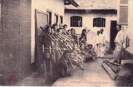 Viet Nam - Saigon - Prisonniers A La Cangue - Vietnam