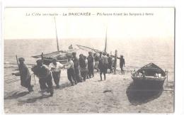 FR66 LE BARCARES - Navarro - Pêcheurs Tirant Les Barques à Terre - Animée - Belle - Port Barcares