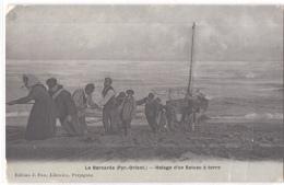 FR66 LE BARCARES - Fau émail - Halage D'un Bateau à Terre  - Animée - Belle - Port Barcares