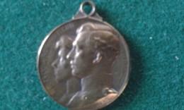 1914, Steun Aan De Weezen Van Den Oorlog, Secours Aux Orphelins De La Guerre, 4 Gram (med354) - Souvenir-Medaille (elongated Coins)