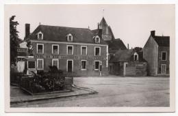 St GERMAIN DE LA COULDRE-La Place(Hotel Du Bon Laboureur-Louis Gaillard-Pubs BERGER,BYRRH,CHAPPEE-cachet - Altri Comuni