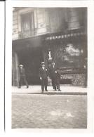 DEVANT LE 94 RUE D'HAUTEVILLE PARIS 1930  7X5CM - Lieux