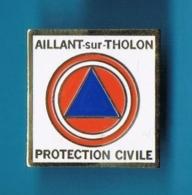 1 PIN'S  //   ** PROTECTION CIVILE ** AILLANT-sur-THOLON ** - Bomberos