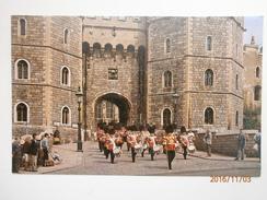 Postcard Guards Band Leaving Windsor Castle Through Henry 8th Gate My Ref B1164 - Windsor Castle