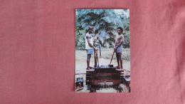 Africa > Sierra Leone Natives Sifting Diamond Rock------ref 2380 - Sierra Leone