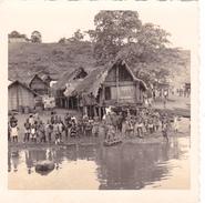 PHOTO Originale 90 Mm X 90 Mm COTE D' IVOIRE à Tiassalé Janvier 1963 Habitation De Fortune - Enfants - Côte-d'Ivoire