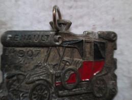 Pub Automobile RENAULT Année 1907pendentif Avec Petite Attache  4 Cm Sur 2.5 Poids 17 G; Inscriptions Au Dos Voir Scans - Publicité