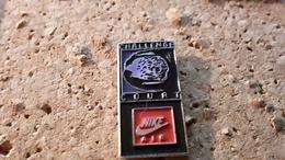 1 Pins  Sport Nike Court - Pin's & Anstecknadeln