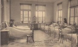Cpa Lovendegem. Soeurs De La Charité. Hospice. Salle Du Sacré Coeur. Vue Animée. Personnes Alitées. (Nels) - Lovendegem