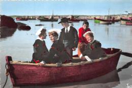 PLOEMEUR  - Port De Kerroch - Petit Port De Peche Dans Les Environs Lorient  (barques Avec Femmes En Costumes) Edts Jean - Lorient