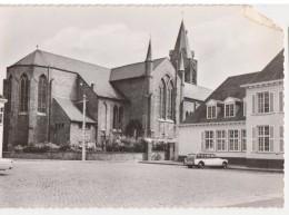 Ichtegem - Eernegem Marktplein With Old Car Voiture Oldtimer - Uitg. M Vanhee - Ichtegem