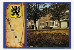 WORMHOUT - L' HOTEL DE VILLE AVEC VIEILLES VOITURE - COTROEN DS - CPM GF NON VOYAGEE - Wormhout