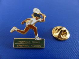 Pin´s Tennis Yannick Noah - Yamaha - Joueur (PL55) - Tennis