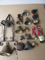 LOT DE 16 BELLES CLOCHES METAL - Cloches