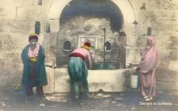 Turquie - Constantinople - Devant La Fontaine - Turkey