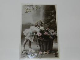 CPA / CARTE VINTAGE / EDITION L L / STE LOUISE / BONNE FETE / FILLETTE DEVANT PANIER FLEURS / ANNEE 1910 - Felicitaciones (Fiestas)