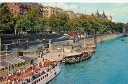 LONDRES       BORDS DE LA TAMISE    SHIP - River Thames