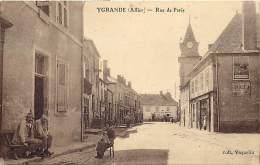- Allier -ref-B765 - Ygrande - Rue De Paris - Publicite Cycles Peugeot Nicolas - Publicites - Magasin - Hotel De France - France