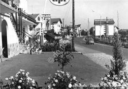 Cartolina - Postcard - Traversetolo -  Via 4  Novembre - Distributore API - '60 - Non Classificati