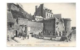 (11607-50) Le Mont Saint Michel - L' Entrée Du Mont à L'arrivée Du Train - Le Mont Saint Michel