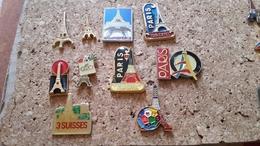 10 Pins Tour Eiffel  Tous Differents A Voir - Pin's & Anstecknadeln