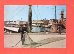 CP 59 DUNKERQUE  UNE SCENE DU PORT PECHEUR ET SON FILET - Dunkerque