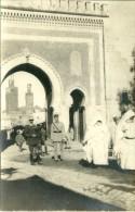 FEZ FES CARTE PHOTO RUE PORTE MILITAIRES SOLDATS TYPE DE MAURESQUES MAROC - Fez (Fès)