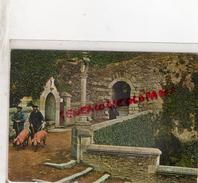56 - JOSSELIN - LE CALVAIRE ET LA FONTAINE SAINTE ANNE - PROMENADE DE COCHON  COCHONS - Josselin
