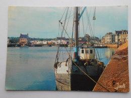 CP 22 PAIMPOL   - Le Port  Au Fond  Le Prisunic  1969 - Paimpol