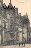 DEPT 18 ; 2 Scans : Bourges , Cour Intérieure Du Palais Jacques Cœur - Bourges
