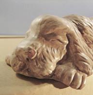 * CHIEN DORMEUR EN TERRE CUITE - Sculpture Statue - Autres