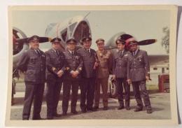 UFFICIALI ITALIANI AEREONAUTICA ANNI 60 -- CM. 12X9 - Guerra, Militari