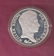 NEDERLAND PENNING MEDAL 3 GULDEN 1823B SILVER 32.50 GRAM - Royaux/De Noblesse