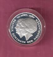 NEDERLAND PENNING MEDAL 1 GULDEN 1980 ''DUBBELE KOP'' JULIANA EN BEATRIX SILVER PROOF 31.20 GRAM - Royal/Of Nobility