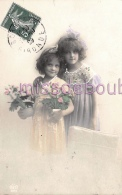 Fillette Star -2 Petite Filles Pot De Fleurs - Noeuds Dans Les Cheveux  - Grete-reinwald -1918 - 2 Scans - Groupes D'enfants & Familles