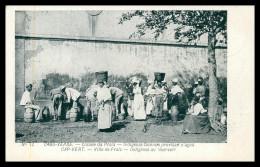 SANTIAGO - PRAIA -Indigenas Fazendo Provisão D'água ( Ed. Nº 12)  Carte Postale - Cap Vert