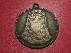 Médaille Femme Voilée Et Homme - Peut-être Turque - à Identifier 8396 - Jetons & Médailles