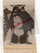 GUERRE 1939-1945- PHOTO ORIGINALE -68- PETITE ALSACIENNE ADMIRE UN DEFILE DE CHASSEURS A PIED-16-11-1939- NEW YORK TIMES - Guerre, Militaire