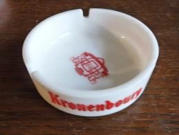 CENDRIER - KRONENBOURG --    Blanc, Rond, Diàmètre 11 Cm, Ht: 3,4 Cm, Opalex - Cendriers