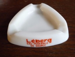 CENDRIER -  LEBERG Eau Minérale De Source -    Blanc, Triangulaire: Côté  10 Cm, Ht: 2,1 Cm, Céramique - Cendriers