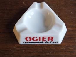 CENDRIER -  OGIER Côtes Du Rhône , De Provence, Châteauneuf -    Blanc, Triangulaire: Côté  12 Cm, Ht: 2,8 Cm, Céramique - Cendriers