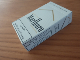 """Paquet Cigarettes Vide """"GOLD Marlboro Less Smell """" Grèce - Boites à Tabac Vides"""