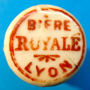 BOUCHON EN PORCELAINE BIERE ROYALE LYON ( PETITES LETTRES ) - Bière