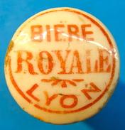 BOUCHON EN PORCELAINE BIERE ROYALE LYON ( GRANDES LETTRES ) - Bière